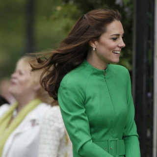 The Queen visits the Royal Horticultural Society Chelsea Flower Show at the Royal Hospital Chelsea, London, UK, on the 23rd May 2016.  Picture by Adrian Dennis/WPA-Pool  Pictured: Duchess of Cambridge, Catherine, Kate Middleton Ref: SPL1287836  230516   Picture by: Splash News  Splash News and Pictures Los Angeles:	310-821-2666 New York:	212-619-2666 London:	870-934-2666 photodesk@splashnews.com